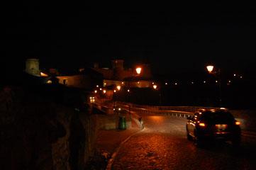 Фортеця вночі