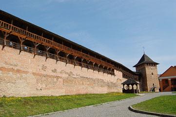 Всередині замку