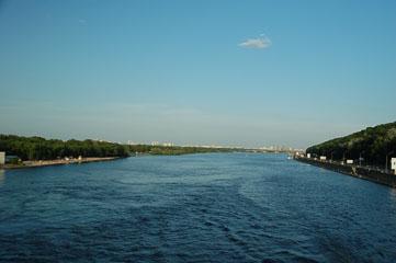 Вид з середини мосту