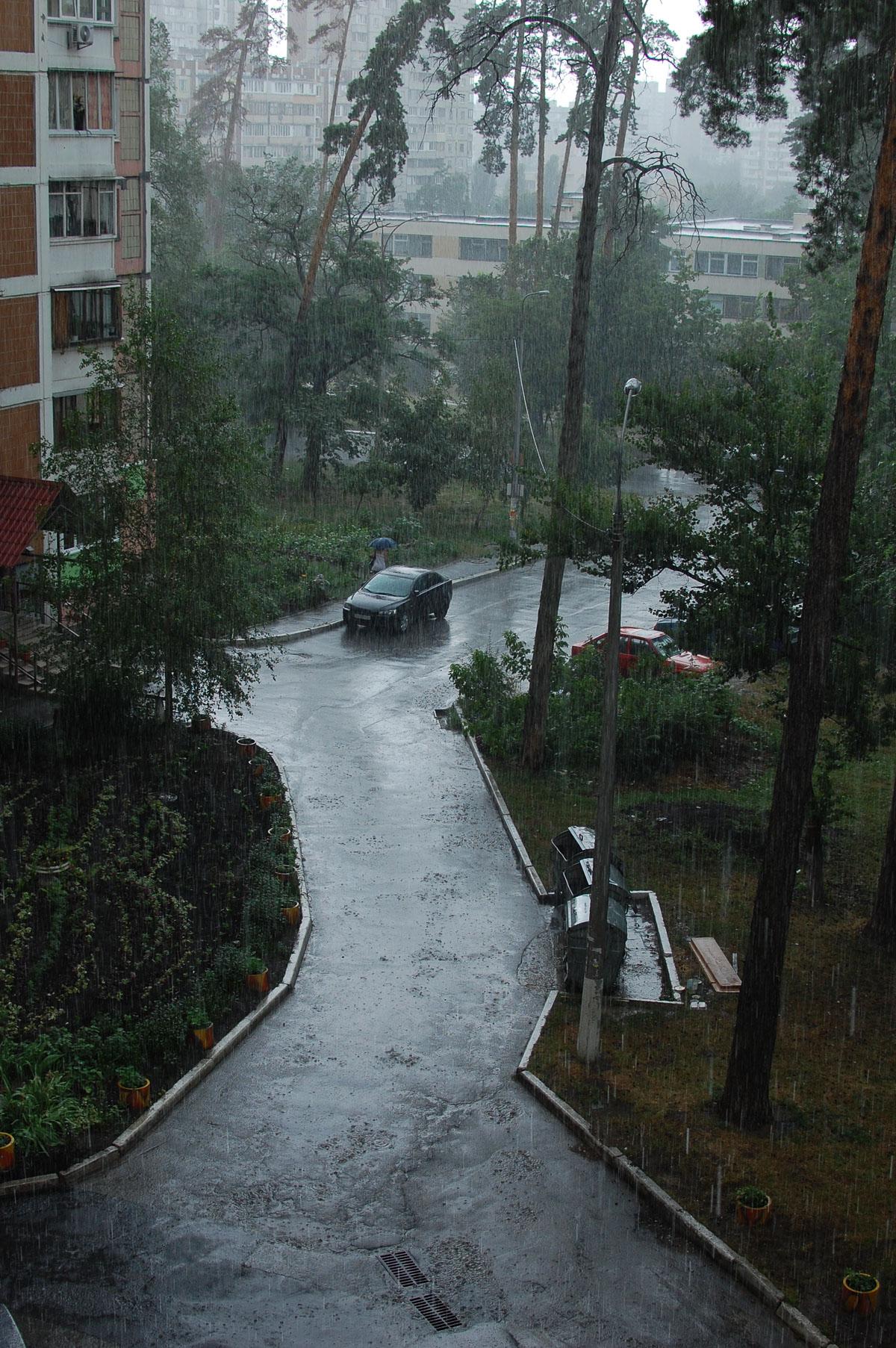 Злива починається