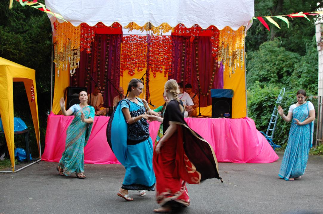 Танці кришнаїтів