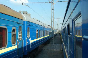 Між потягами