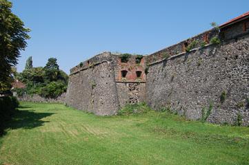 Оборонні стіни