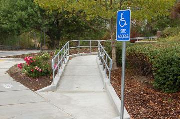 Доріжка для інвалідів