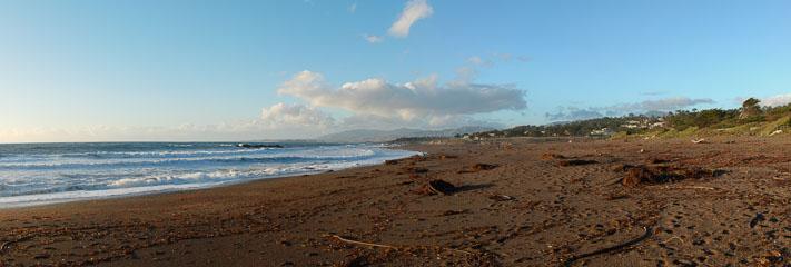 Порожній пляж