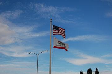 Прапор США та Каліфорнії