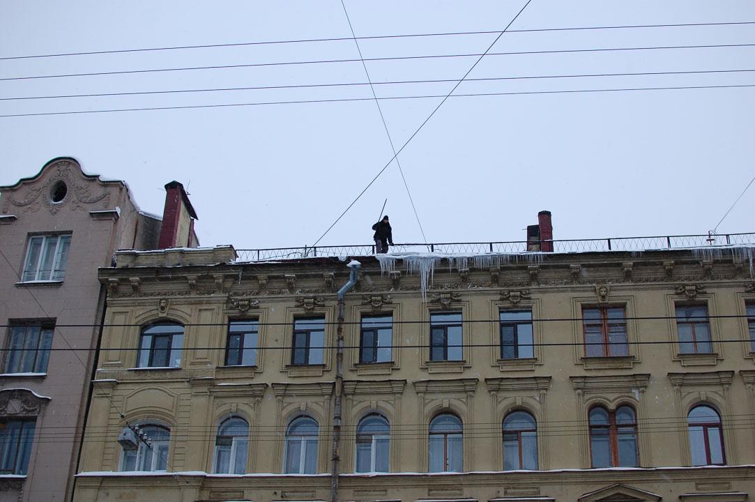 Очищення дахів від льоду