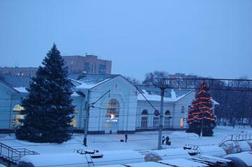 Ялинка біля вокзалу