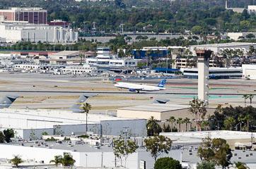 Літак jetBlue сідає в LGB