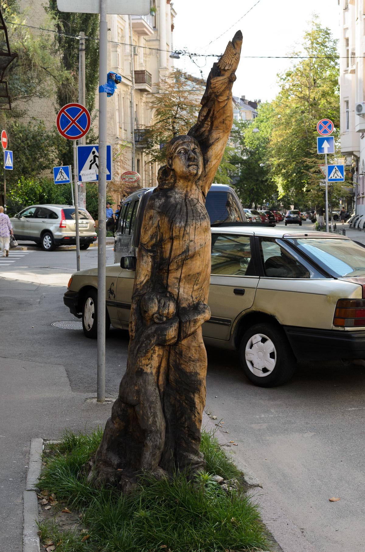 Дерев'яна фігура