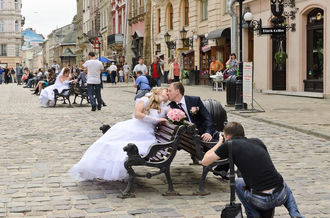 Місто захопили наречені
