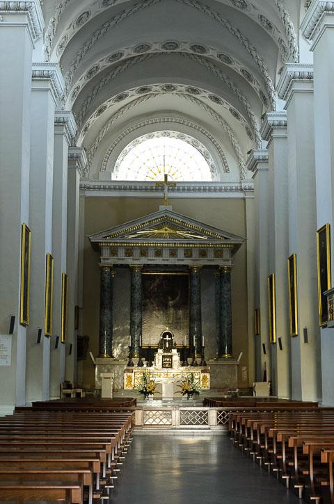 Всередині собору