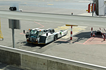 Машина для буксування літаків