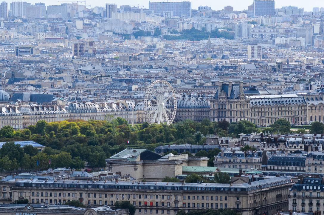 Оглядове колесо біля Лувра