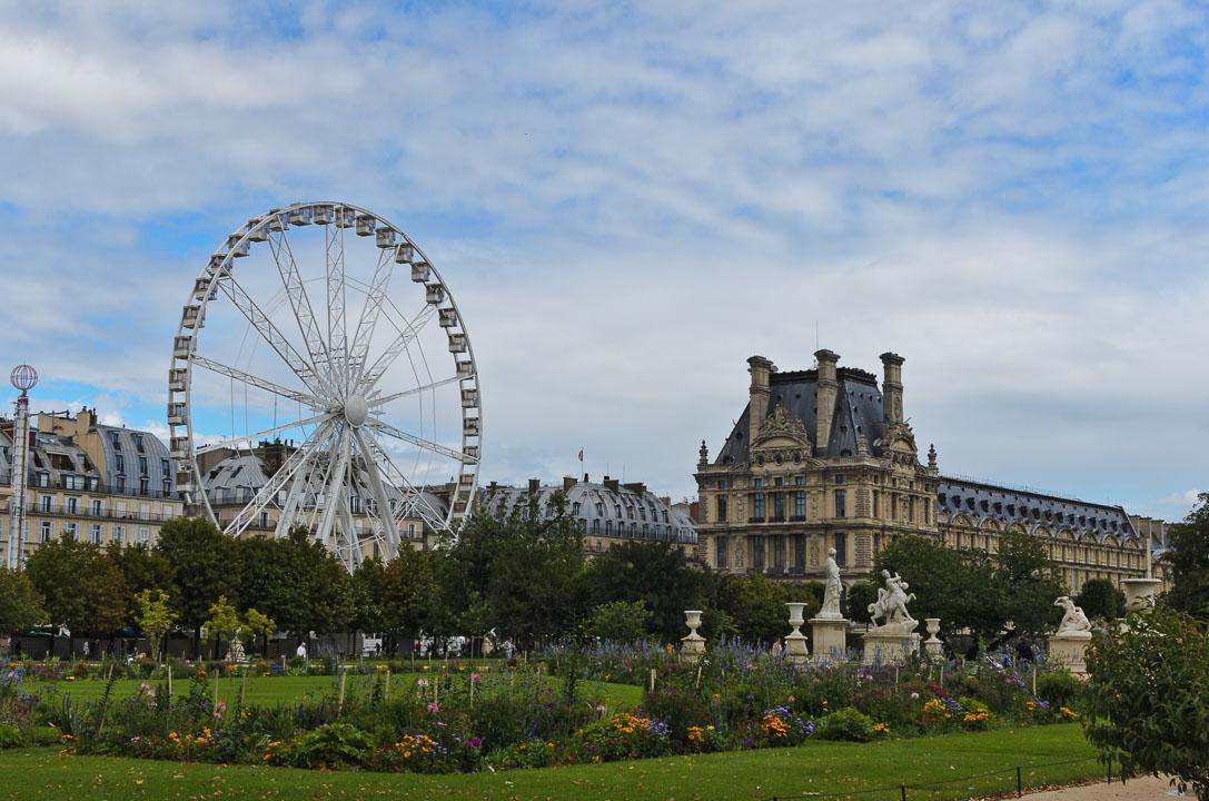 Колесо біля Лувру