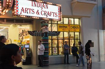 Сувенірна крамниця індіанців