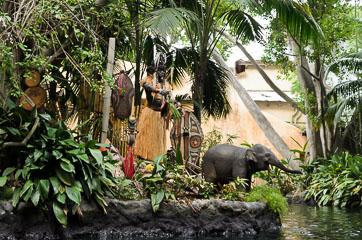 Туземець та слоненя