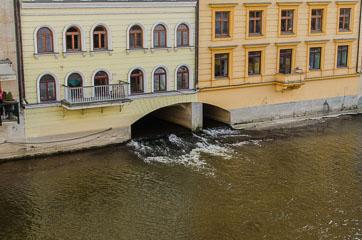 Дім на річці