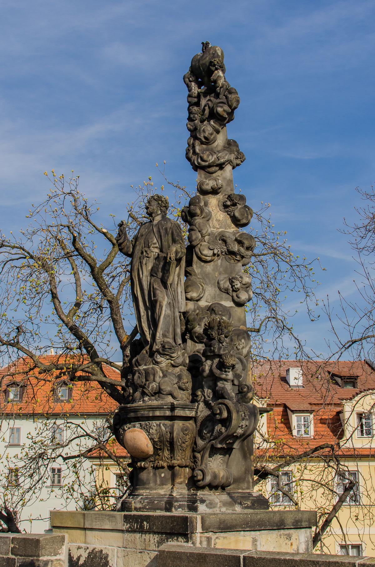 Статуя на мості