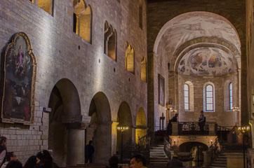 Всередині базиліки