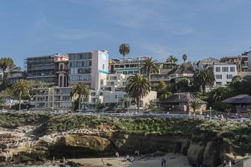 Будинки на березі
