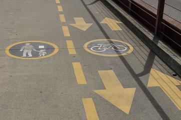 Доріжки для пішоходів та велосипедистів