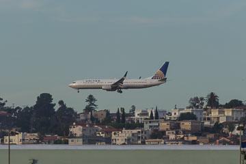 Літак заходить на посадку