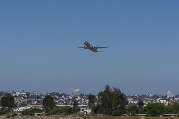 Літак злітає з SAN